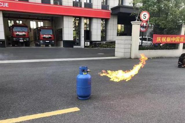 燃气着火后先灭火还是先关阀 杭州消防实验给你看