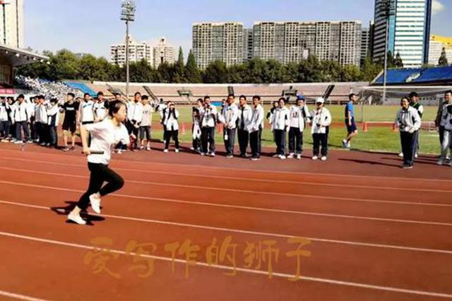 全班只有4个女生 杭二中美女班主任冲上运动会赛道