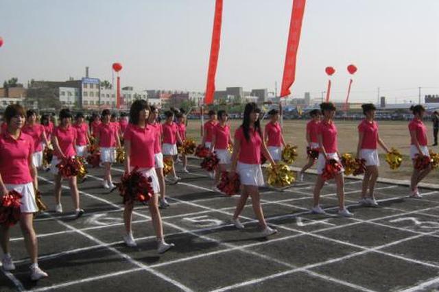 全班仅4个女生运动会紧急缺阵 杭美女班主任冲上赛道