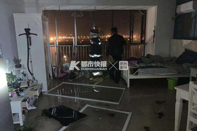 今天凌晨杭州1小区高层发生煤气轰燃 一男子受伤昏迷