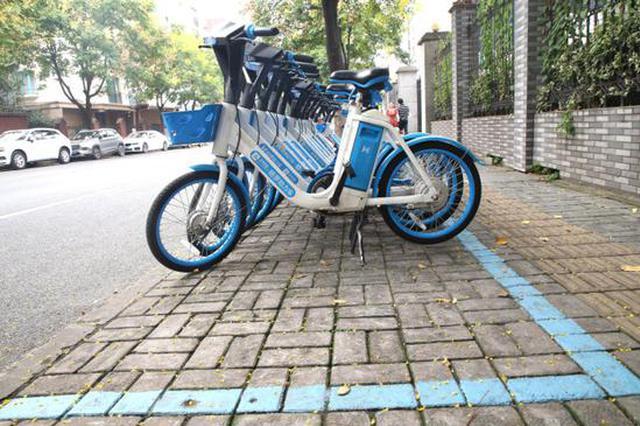杭州这个地方推出彩虹泊位 共享单车按颜色摆放