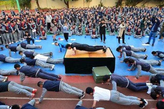 为鼓励学生加强锻炼 杭州一学校设立校长挑战日