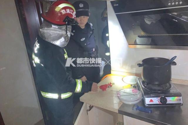 昨天凌晨杭一小区高层发生煤气轰燃 一男子受伤昏迷