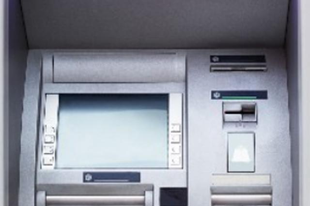 浙一保安深夜巡逻发现 近10万现金被放在银行ATM机上