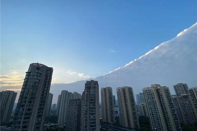 冷空气来势汹汹 杭州天空出现难得一见的切糕云