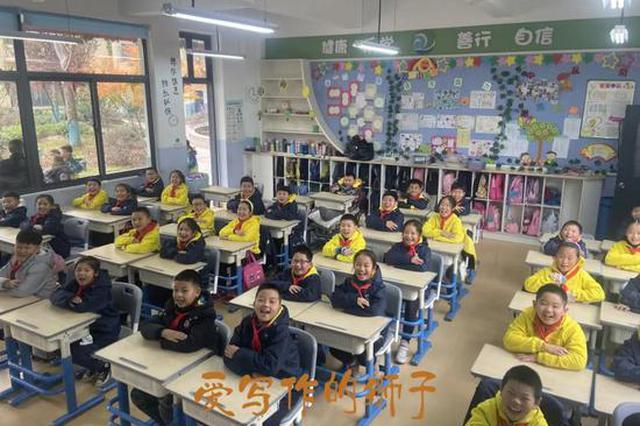 杭州这所学校为了一个骨折的学生 换了整班的教室