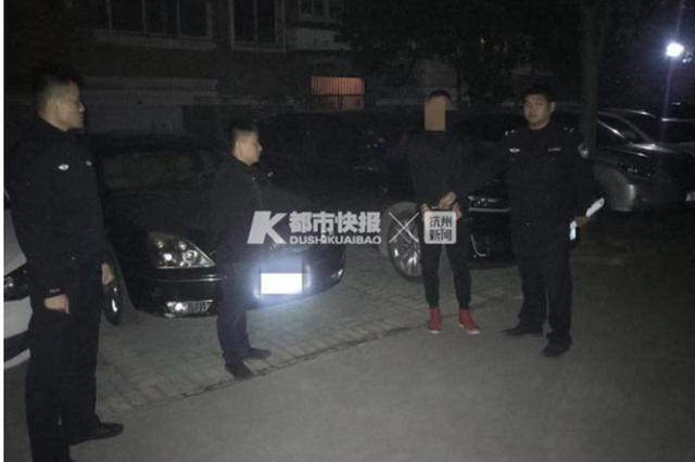 杭州一男子拉车门偷驾驶证行驶证 再找失主要手续费