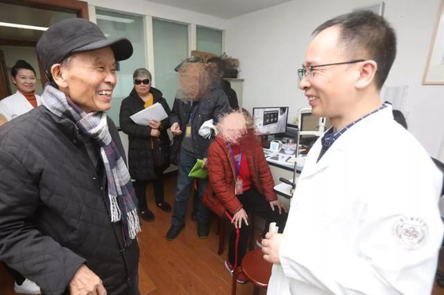 手术后 浙79岁诗人为主刀医生朗诵了一首自己写的诗