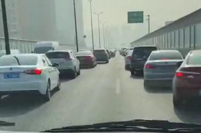 杭州现实版45度让路法刷屏