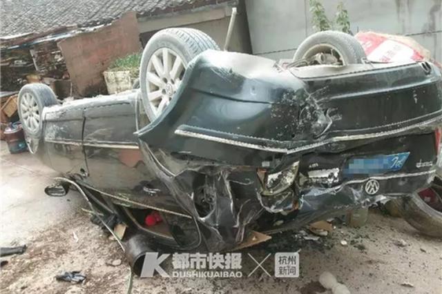 浙女婿带老婆回乡 倒车时突然撞破护栏掉到7米多楼下
