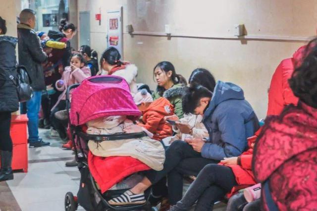 最近杭城各大医院呼吸内科门诊爆满 流感肺炎患者扎堆