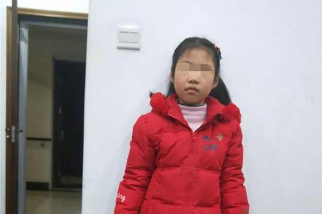 9岁女孩独自一人在杭州庆春路购书中心 她说很想回家