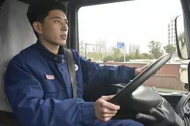 宁波一消防员车内挂点滴 有警情马上拔针出发