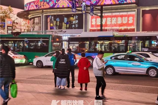 用三种软件都叫不到车 最近在杭州打车到底有多难