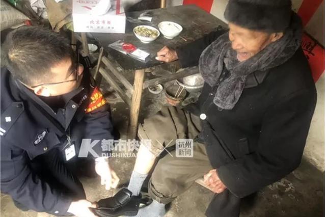 杭88岁独居大爷过年穿新棉鞋 背后的故事有点暖
