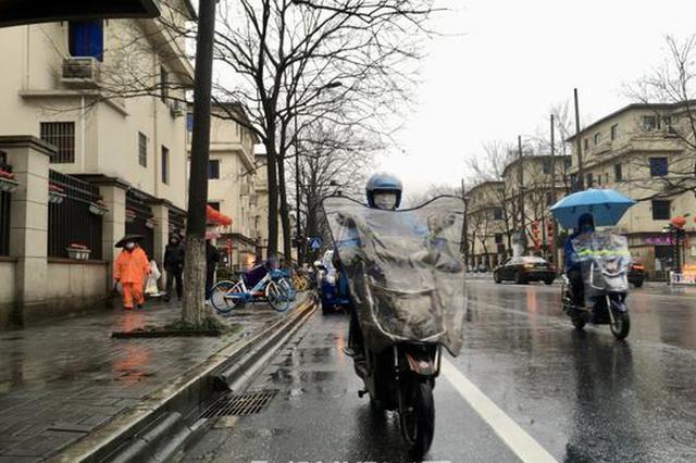 杭外卖小哥最近很忙:一天跑200公里 两三袋米扛上七楼
