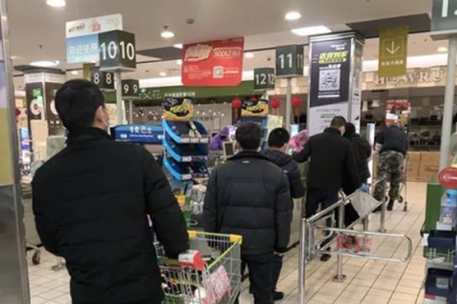 杭州超市里8成都是男的在逛 老婆在家遥控指挥