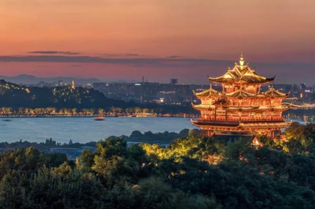 生机勃勃春意盎然 杭州吴山城隍阁景区恢复开园