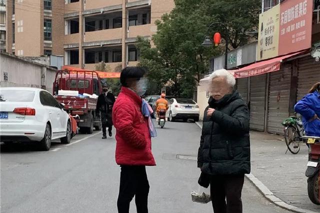 杭州不戴口罩聊天的人越来越多 千万不要放松警惕