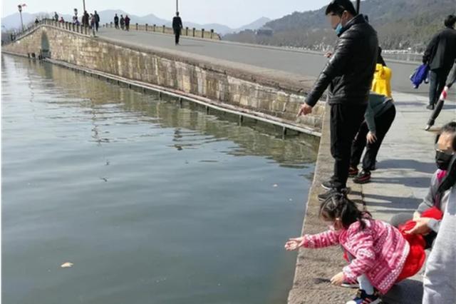 杭州多城区发布紧急通告:疫情尚未解除出行做好防护
