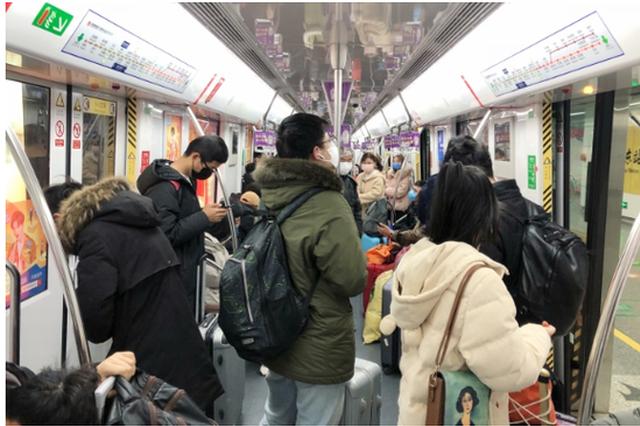 杭州城市交通逐渐恢复 进站记得提前打开健康码