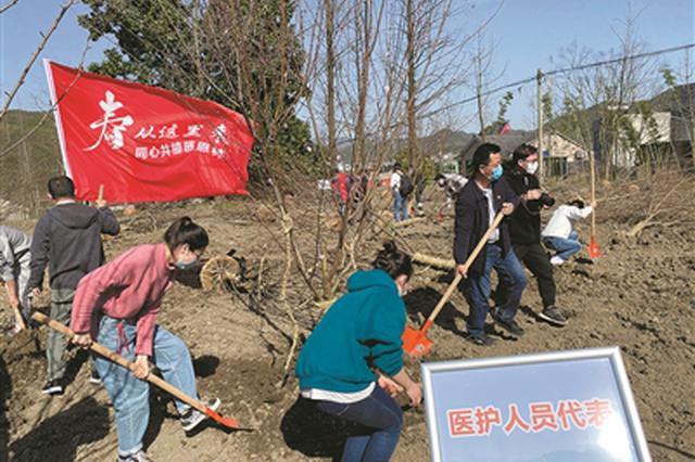 湖州市安吉县举行特殊植树活动 致敬抗疫一线医务工作者