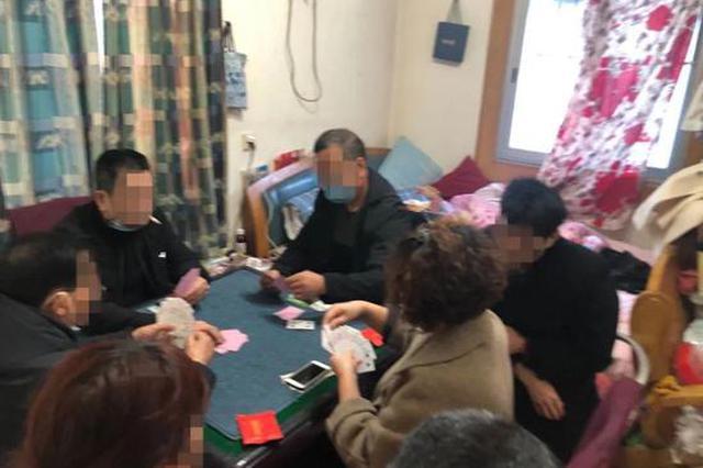 聚众赌博被抓杭州1女子大打出手 还猛咳嗽欲逃避处罚