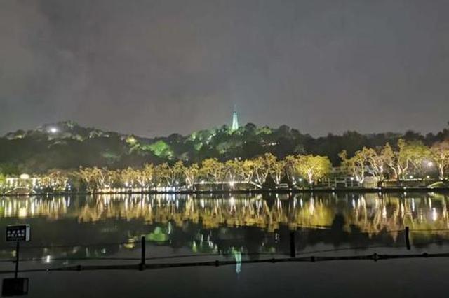 时隔5个月 杭州西湖边的美少女保俶塔又亮起来了(图)