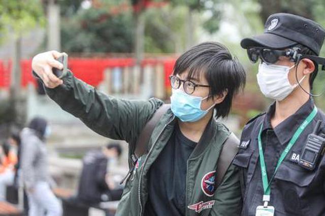 杭州一景区保安变特工 戴AR眼镜2分钟测温100人