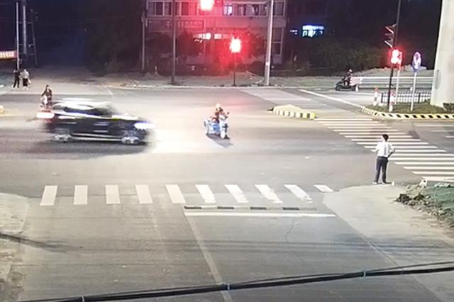 宝马撞上三轮车 浙三轮车驾驶人受了伤还要负全责