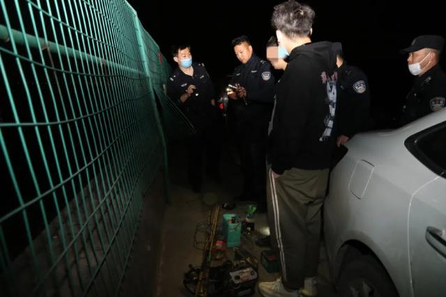 深夜杭州钱塘江边突然亮起4束灯光 又有人来偷鳗苗