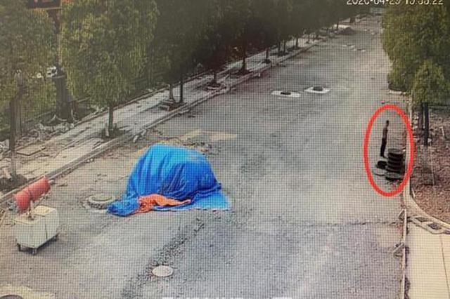 浙江1地14个窨井盖陆续被盗 盗贼与民警偶遇被抓