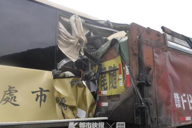 浙江长深高速丽龙段大巴车追尾货车 1人死亡多人受伤