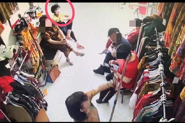 浙女子假装买衣服盗走店内现金 警方12小时内迅速破案