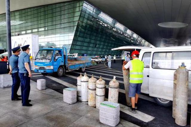杭州1车装乙炔氩气等27个危险气罐 在火车东站被查扣