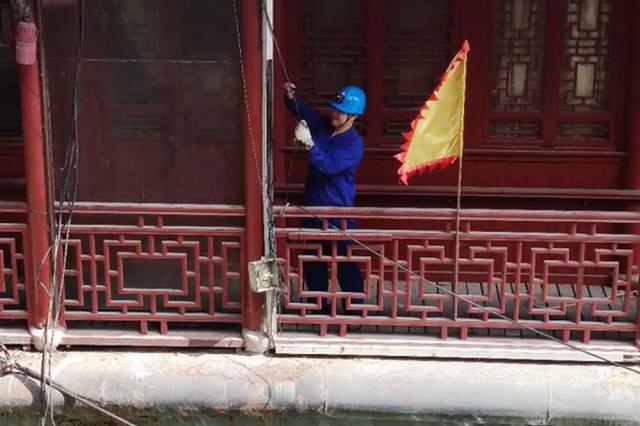 杭州运河边一男一女不幸落水 辅警下水救人后被电击伤