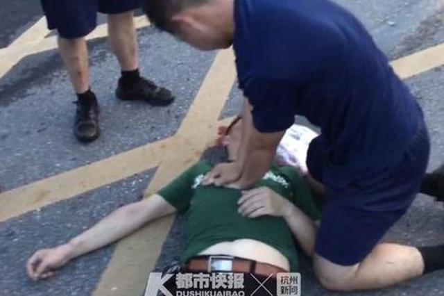 湖州1男子骑车自摔晕倒在消防队门口 消防员跪地救人