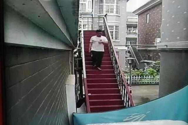 杭州一小区总有陌生人走错门 监控显示原来事情不简单