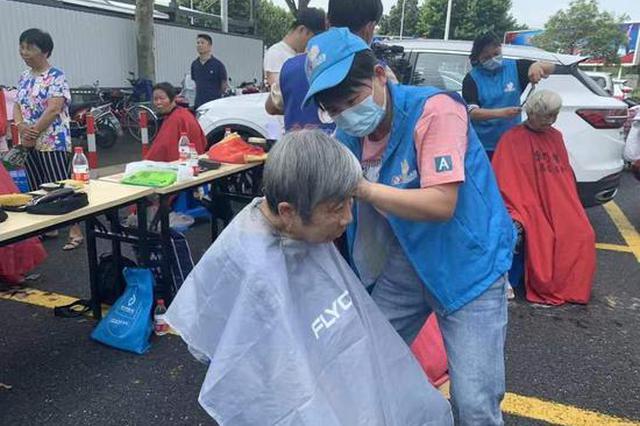 浙江绍兴组建千人扶贫团行志愿服务 助销水果300万斤