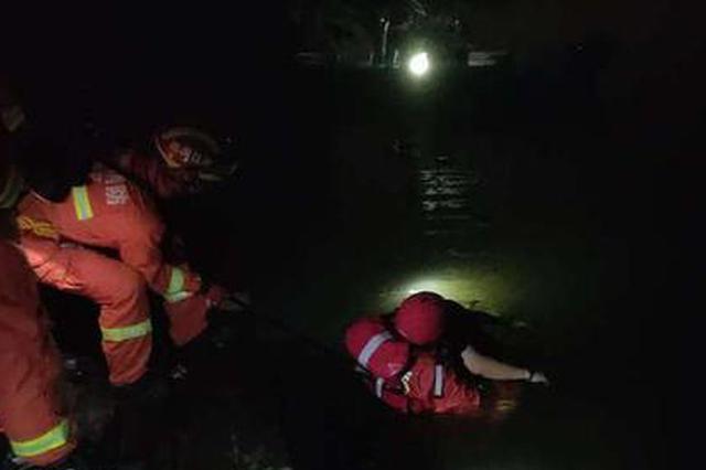 杭一男子在西湖杨公堤旁溺水 朋友说为酒后下水游泳