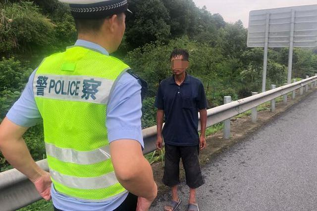 男子走上高速被交警发现 本以为要受罚结果让他很意外