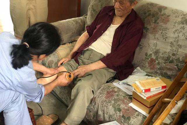 宁波镇海八旬独居老人不慎摔倒 网格楼长成了临时女儿