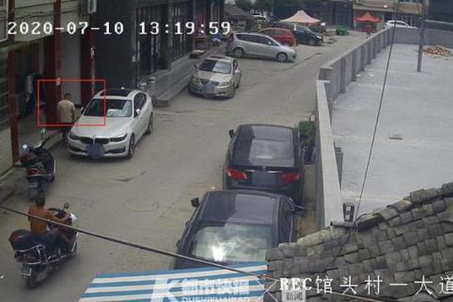 粗心惹的祸 温州1车内万元现金失窃小偷有车主车钥匙