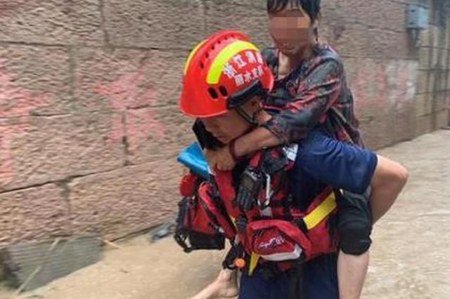 因暴雨浙江丽水一村庄内涝3人被困 消防紧急救援