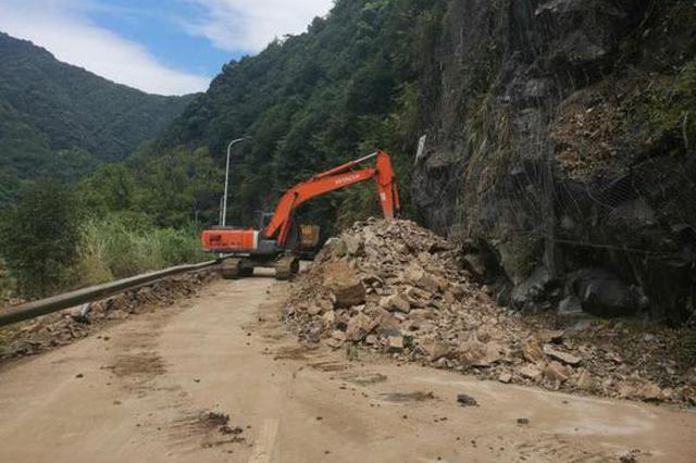 浙江宁波一路段发生严重山体滑坡 目前未造成人员伤亡