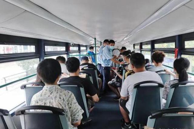 杭州人与老朋友双层巴士告别 还有人从江苏赶过来