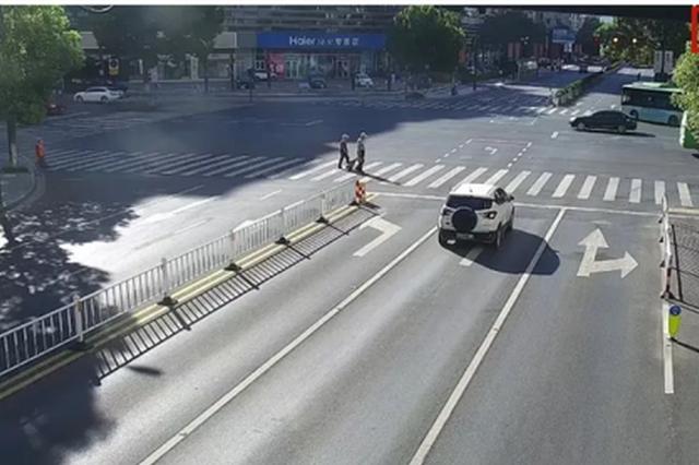 斑马线在旁却不走 杭州公安曝光部分行人横穿马路现象