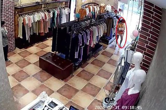 杭州一女装店频频丢衣服 一查监控原来是闺蜜干的