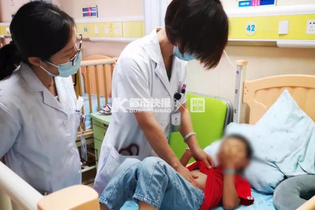 杭州5岁男孩反复肚子疼一周 问题出在没煮熟的虾上