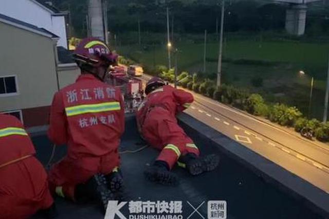 浙1女子因与男友闹矛盾欲轻生 消防员展开紧急救援